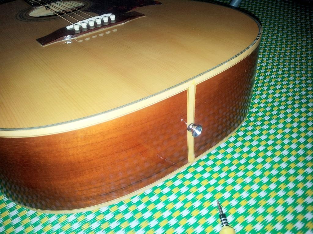 huong-dan-lap-chot-deo-day-dan-guitar-3