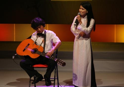 nghi-luc-phi-thuong-cua-nghe-si-guitar-mot-tay-nguyen-the-vinh