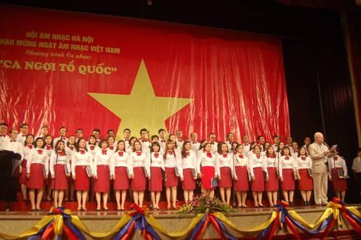 1531403646-hop-am-ca-ngoi-to-quoc-Hoang-Van.JPG