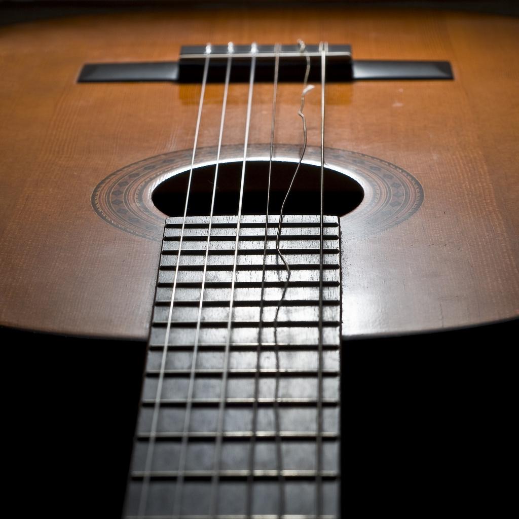 nguyen-nhan-dut-day-dan-guitar-day-kem-chat-luong