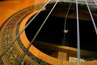 nguyen-nhan-dut-day-dan-guitar-han-gi