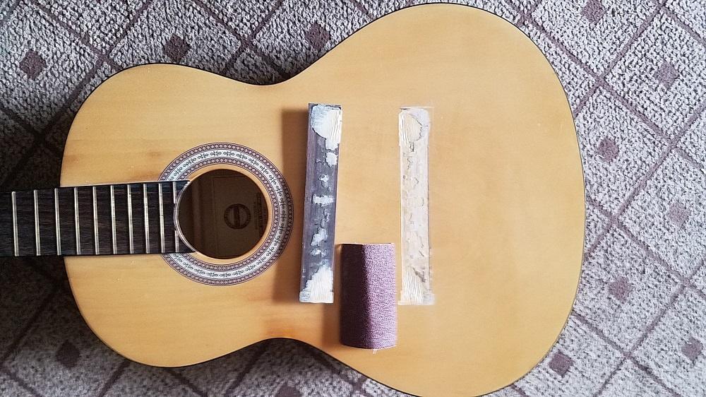 sua-loi-cau-ngu-dan-guitar-bi-bong-lam-sach