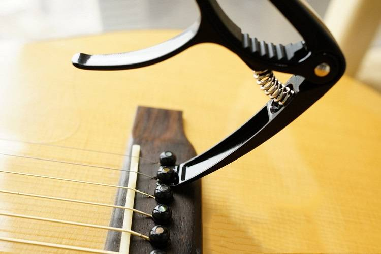 capo-guitar-acoustic-CP03-nang-chot-1