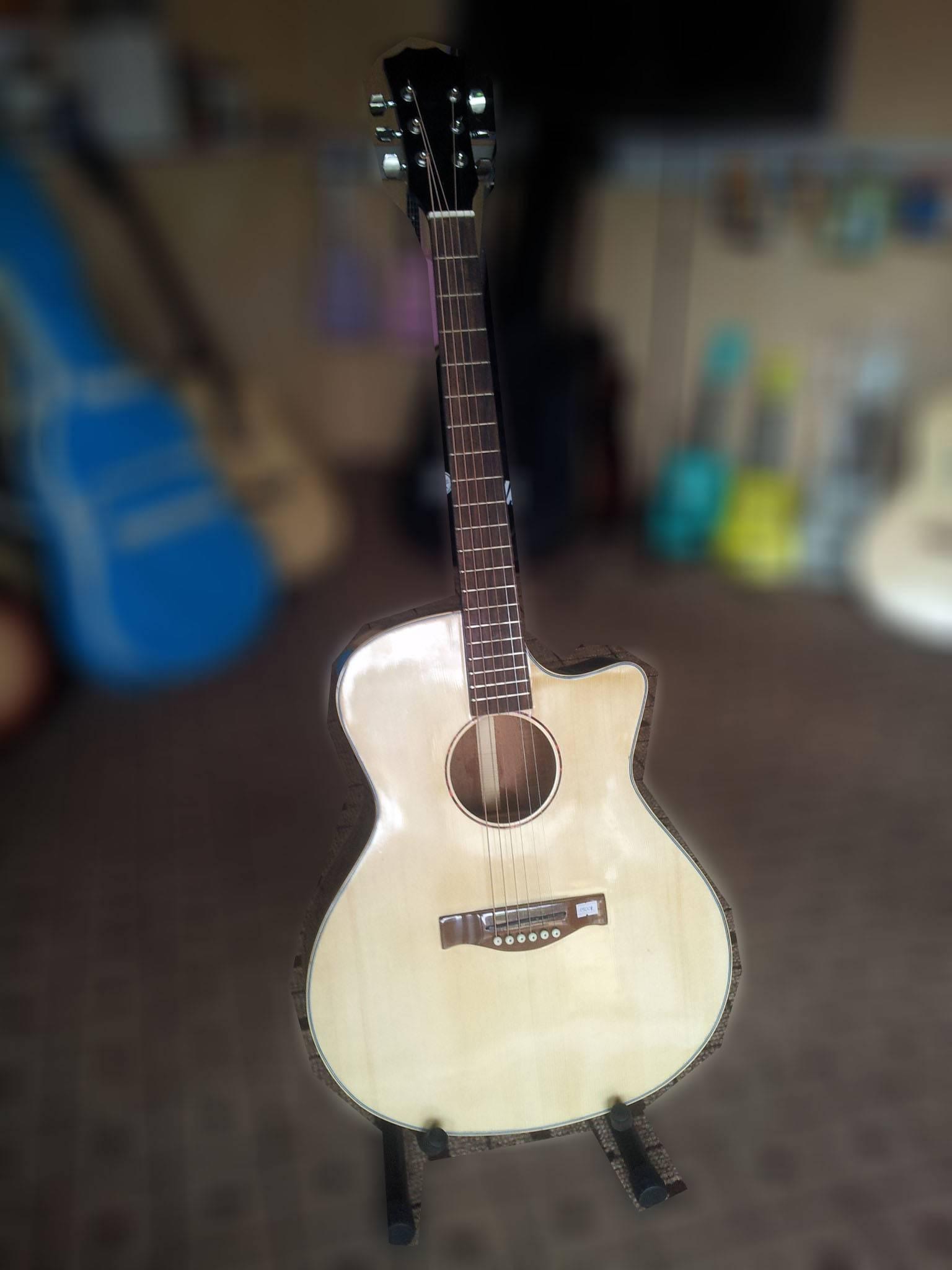 Đàn guitar acoustic GA105